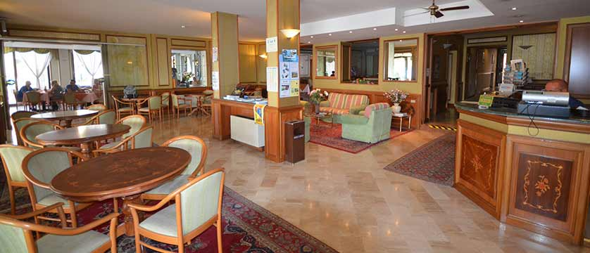 Hotel Du Lac, Gardone Riviera, Lake Garda, Italy - reception & lounge.jpg